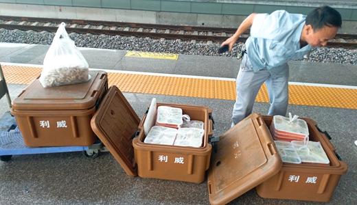 高铁现发霉盒饭 包装存储运输环节需关注