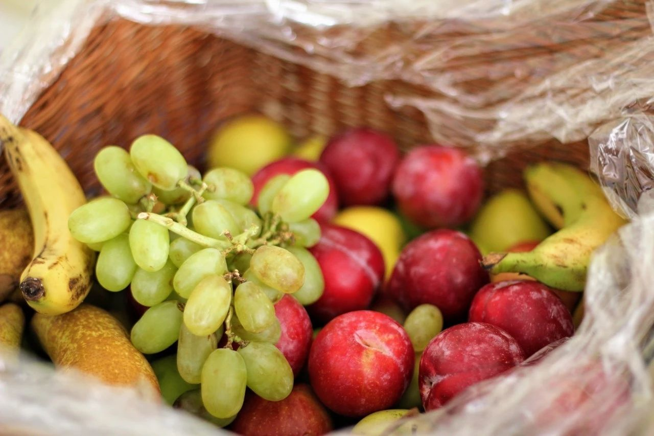 食物中的维生素c主要被人体小肠上段吸收.
